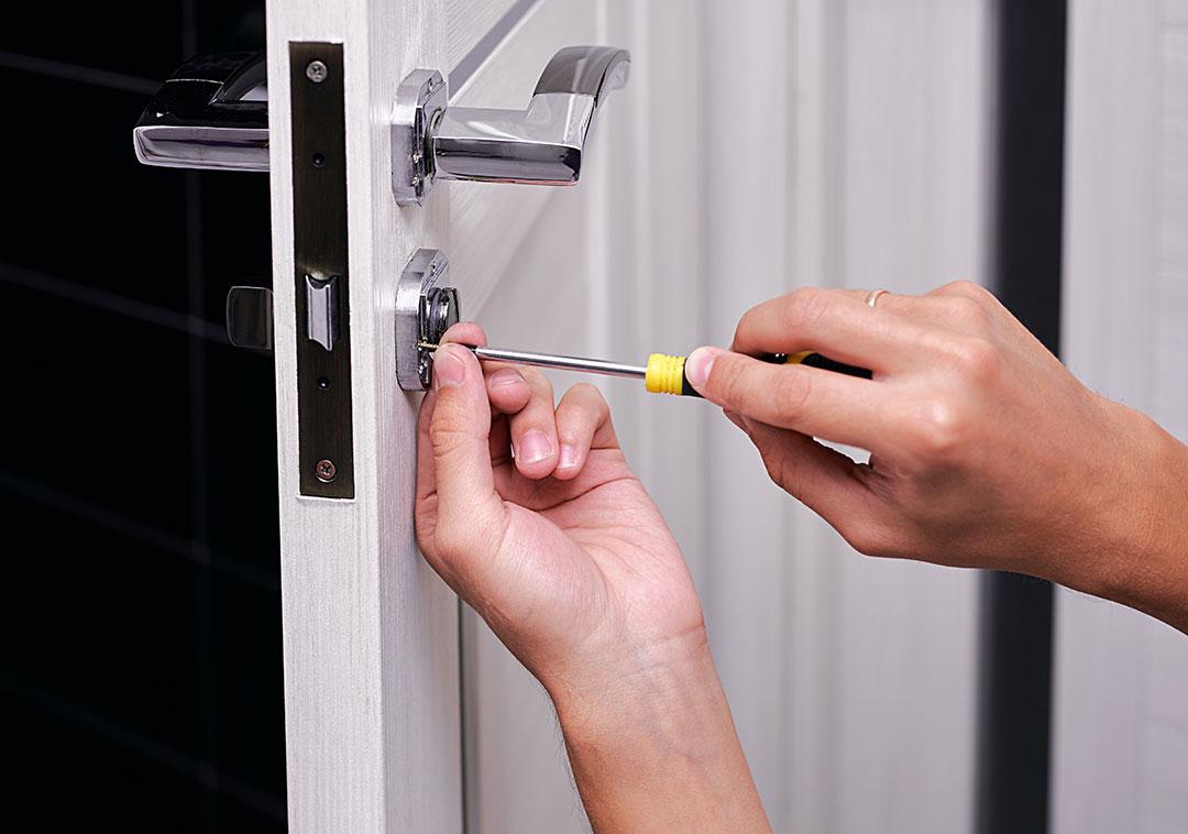Necesito_un_cerrajero_barato_en_Zas_para_la_puerta_de_mi_casa_1